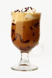 Кофе гляссе с леденцами и сиропом